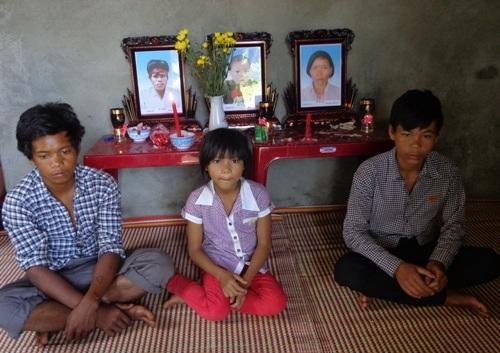 Bố mẹ và em trai mất để lại 5 anh em côi cút
