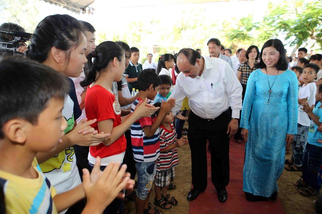 Phó Thủ tướng Nguyễn Xuân Phúc thăm các em ở Làng SOS Đà Nẵng