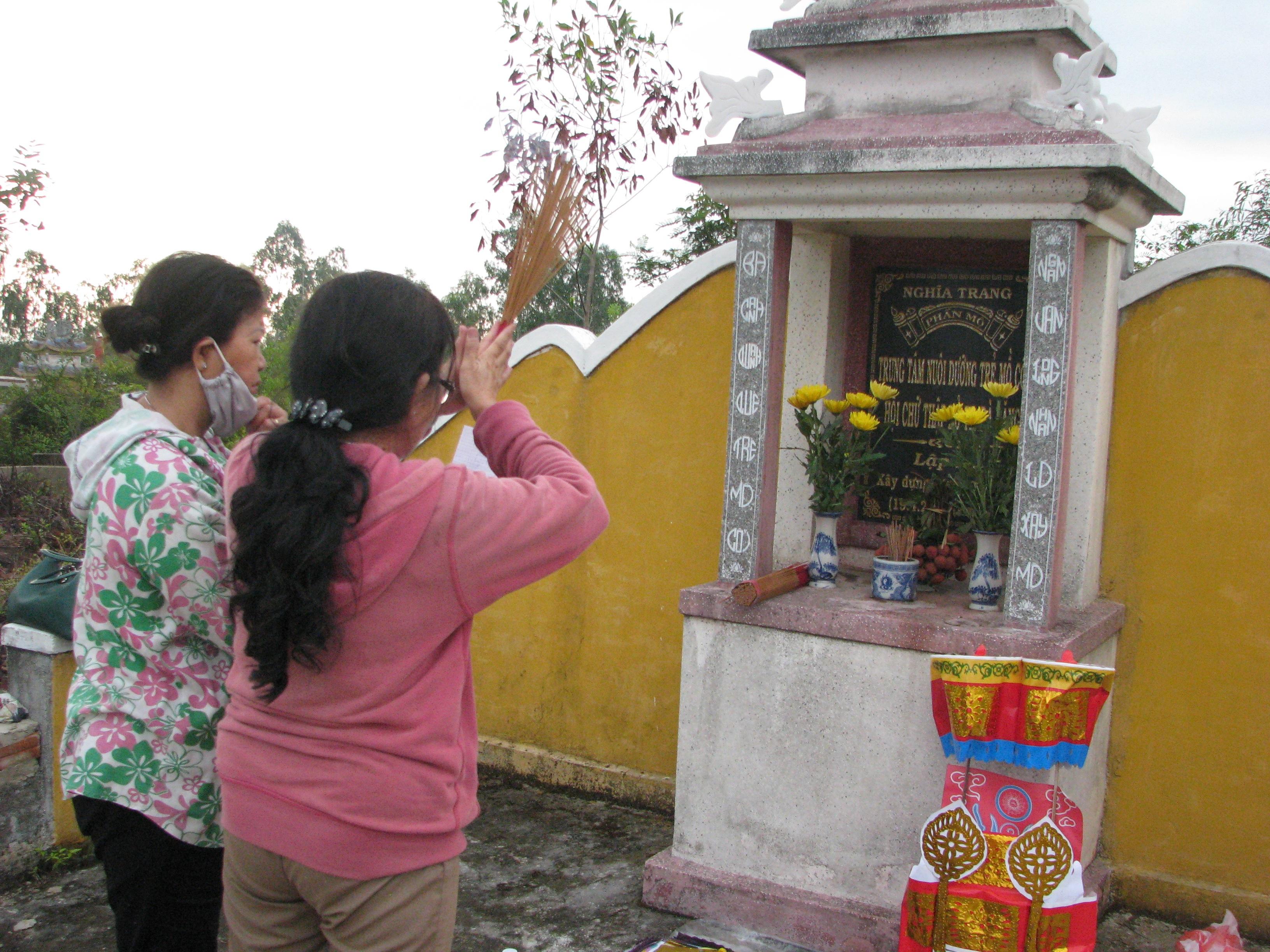 Bé Nhân Hậu được thờ tại nhà thờ của