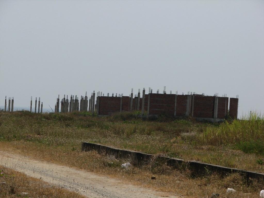 Ven biển Đà Nẵng còn hàng loạt dự án cắm cọc lên rồi bỏ hoang