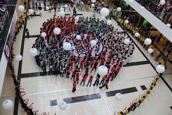 Cuộc thi Dân Vũ với sự tham gia của nhiều bạn trẻ