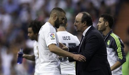 Karim Benzema không hài lòng vì bị thay ra sân