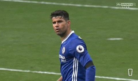 Cầu thủ này giận dữ khi không được chấp nhận