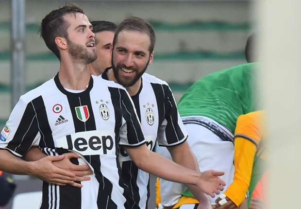 Siêu phẩm sút phạt của Pjanic giúp Juventus chiến thắng