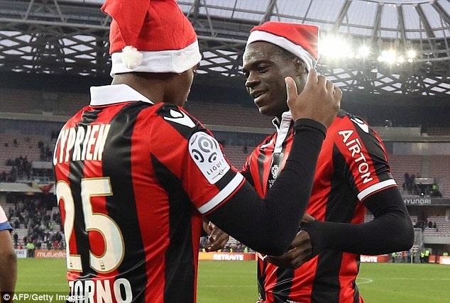 Nice tiếp tục dẫn đầu Ligue 1