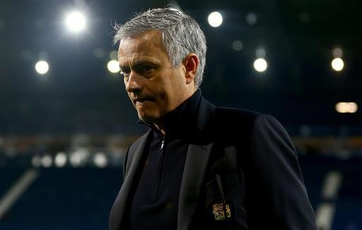 HLV Mourinho cần tính toán dài hơi cho MU