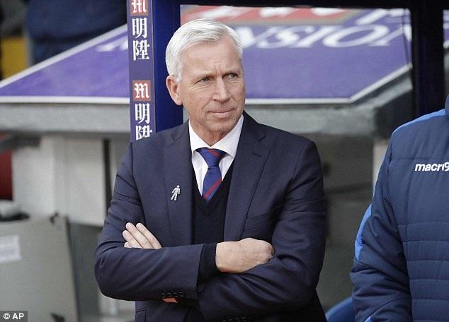 HLV Alan Pardew vừa bị Crystal Palace sa thải