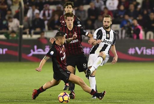 AC Milan đánh bại Juventus sau loạt đấu súng