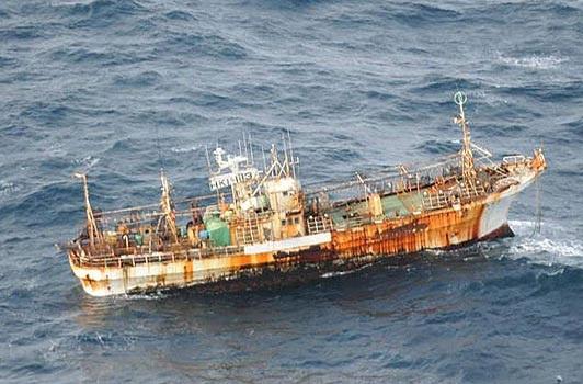 Tàu cá Nhật Bản mất tích trong sóng thần xuất hiện ở Canada