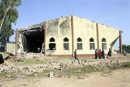 Nhà thờ Thánh Rita đổ vỡ ngổn ngang sau vụ nổ.