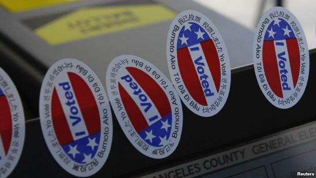 """Khẩu hiệu """"I Voted"""" (Tôi đã bỏ phiếu) bằng nhiều thứ tiếng."""