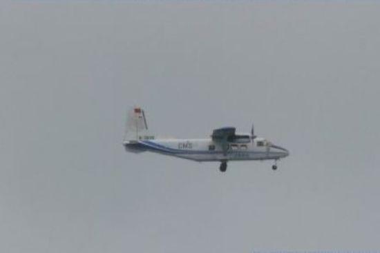 Máy bay Y-12 của Trung Quốc trên vùng trời gần quần đảo Điếu Ngư/Senkaku.