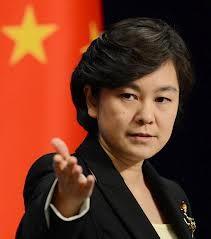 Người phát ngôn Bộ ngoại giao Trung Quốc Hoa Xuân Oánh tại buổi họp báo.