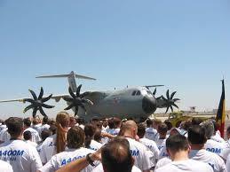 Chiếc A400M đầu tiên của Airbus được xuất xưởng hôm 30/9.