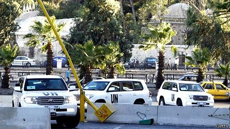 Đoàn xe chở các chuyên gia LHQ đi làm nhiệm vụ ở Syria.