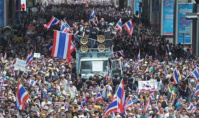 Người biểu tình Thái Lan tràn ngập các đường phố ở thủ đô Bangkok.