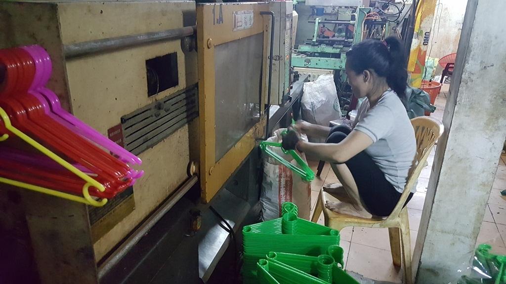 TP Huế: Cơ sở nhựa tồn tại hơn 10 năm trong khu dân cư gây bức xúc - Ảnh 4.
