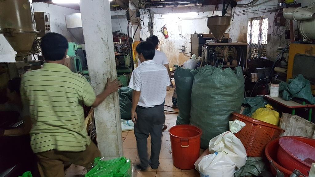 TP Huế: Cơ sở nhựa tồn tại hơn 10 năm trong khu dân cư gây bức xúc - Ảnh 1.