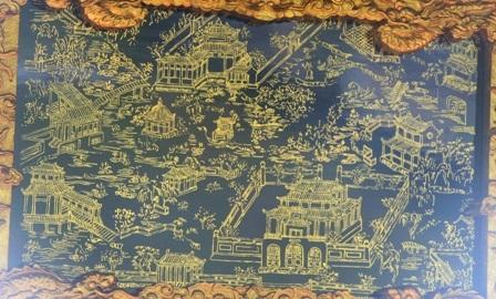 1 vườn Thượng uyển xưa trong Kinh thành Huế hiện đã biến mất do chiến tranh tàn phá, được miêu tả qua tranh gương