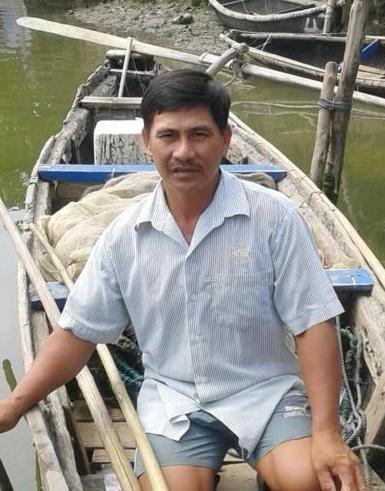 Ngư dân Trần Ngọc - người phát hiện chú Vích quý bơi lạc vào đầm phá Cầu Hai