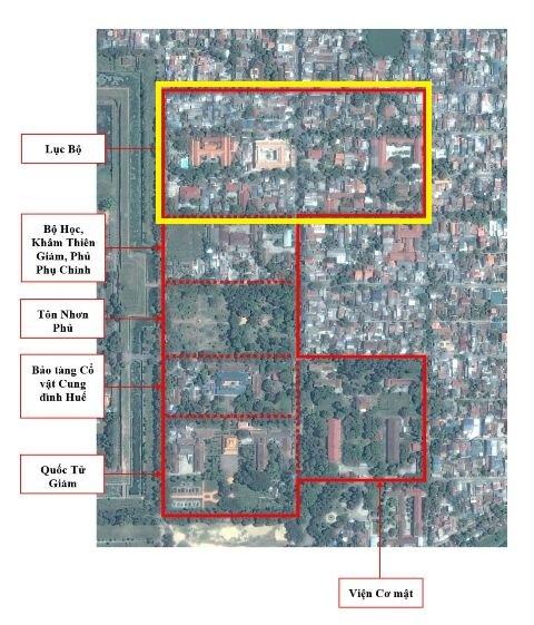 Khu vực Lục Bộ (khoanh vàng) cùng với các khu vực di tích khác (khoanh đỏ) trong Thành Nội Huế thuộc danh sách di sản cấp I. Hiện tại khu Lục Bộ đã mất gần hết yếu tố gốc khi còn 2 công trình chính và 3 nhà phụ (lúc xưa đời vua Thành Thái có đến 42 công trình chính, nhà phụ) và có dày đặc nhà dân (249), công sở (12) như trên không ảnh (ảnh: Trung tâm Bảo tồn Di tích Cố đô Huế cung cấp)