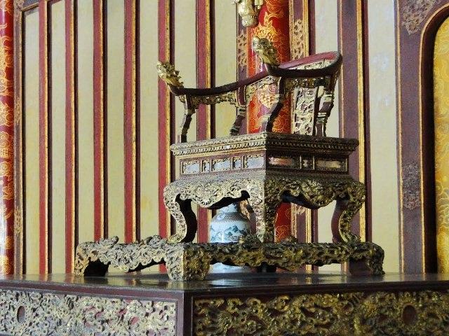 Ngai vàng Huế ở Điện Thái Hòa được bảo vệ rất cẩn mật, và cấm chụp ảnh toàn bộ nội thất Điện Thái Hòa (ảnh: Trung tâm Bảo tồn Di tích Cố đô Huế cung cấp)