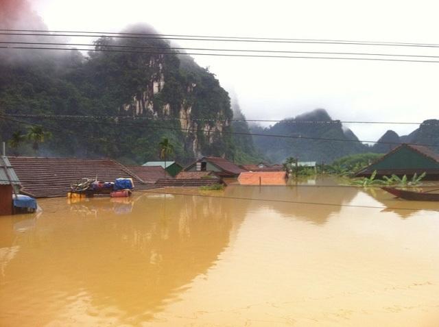 Các tỉnh miền Trung bị thiệt hại nặng nề trong trận ngập lụt lịch sử vừa qua (ảnh: X.V)