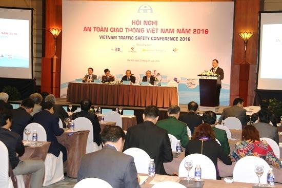Đề nghị xóa bỏ xe biển xanh, biển đỏ được đưa ra tại Hội nghị An toàn giao thông ngày 22/12