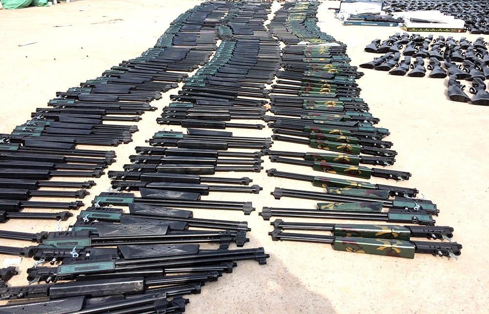 Chủ lô hàng khai nhận đã mua số súng này từ Indonesia đem về Bình Phước bán kiếm lời