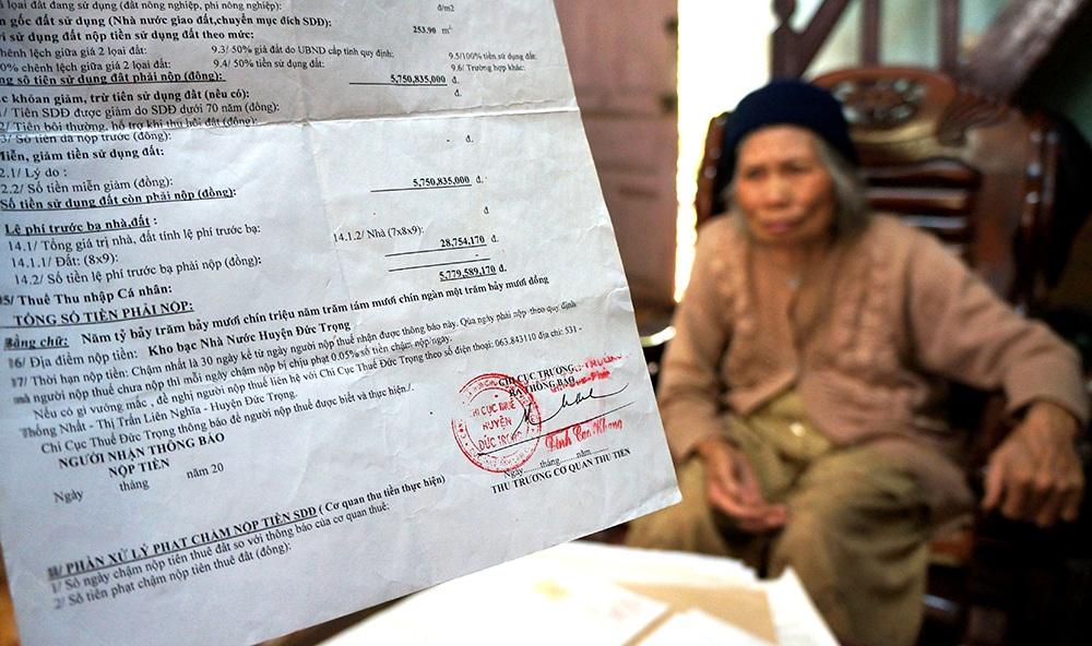 Cụ bà 75 tuổi mừng rơi nước mắt nhận cuốn sổ đỏ 0 đồng tiền thuế - 5