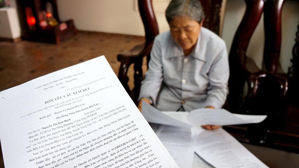 """Vụ cụ bà 76 tuổi kêu cứu ở Long An: Trở lại """"điểm ban đầu"""" sau hàng trăm lá đơn khiếu nại! - Ảnh 2."""