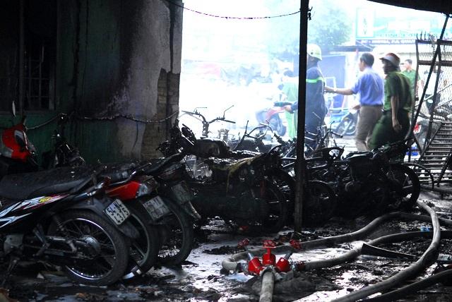 Hiện trường vụ cháy cây xăng xảy ra vào chiều cùng ngày với vụ hoả hoạn khiến 6 người tử vong.