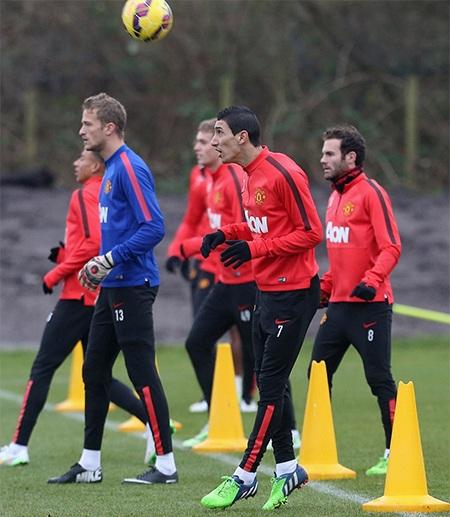 Tiền vệ người Argentina tập luyện cùng các đồng đội (Mata, Lingard, Lindergard, Wilson)