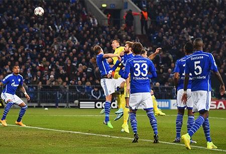 Terry đánh đầu tung lưới đối thủ ngay phút thứ hai
