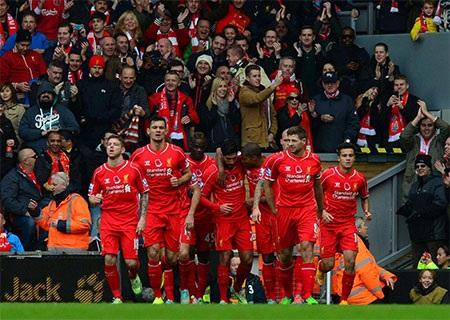 Niềm vui của các cầu thủ Liverpool sau khi vượt lên dẫn trước