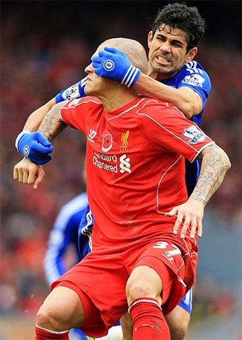 Costa và Sterling có tới vài lần va chạm với nhau