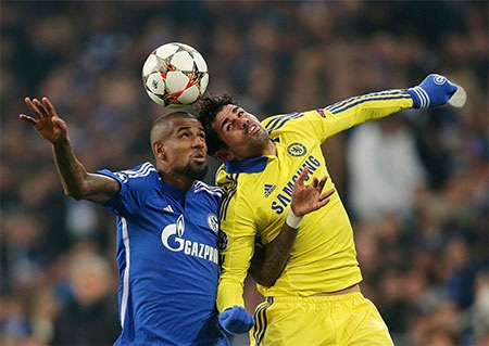 Niềm vui của các cầu thủ Chelsea trong khi các cầu thủ Schalke lặng lẽ buồn