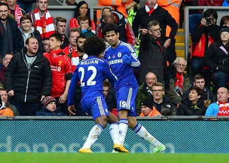 Costa có bàn thắng thứ 10 tại Premier League, trong ảnh Willian chạy ra chia vui với đồng đội