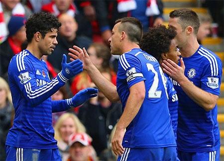 Các cầu thủ Chelsea ăn mừng cùng Costa