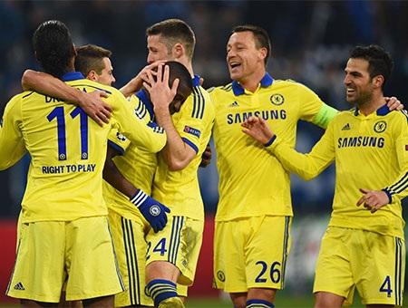 Các cầu thủ Chelsea ăn mừng chiến thắng đậm