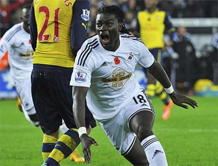 Bàn thắng của Gomis khiến Arsenal trắng tay