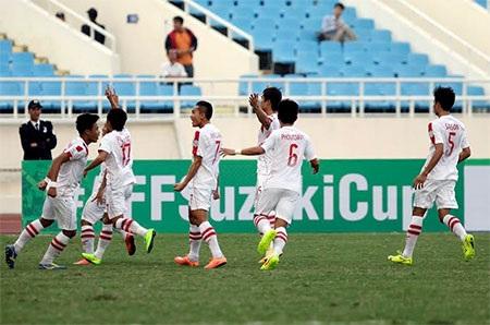 Niềm vui ghi bàn danh dự của các cầu thủ Lào, ảnh: Minh Phương