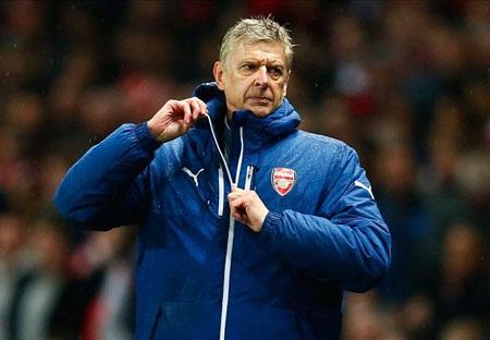 HLV Wenger không hài lòng về các học trò