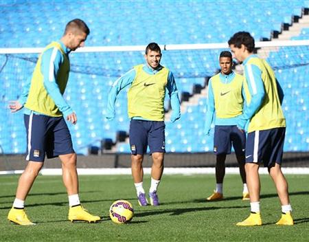 Aguero trên sân tập, anh vẫn tiếp tục là niềm hy vọng lớn của Man City ở trận cầu đêm nay