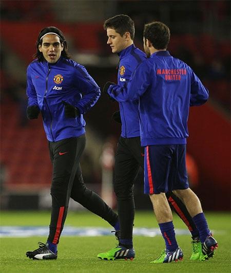 Falcao, Herrera và Mata khởi động trước trận đấu