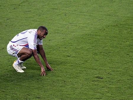 Henry nhận giải thưởng Vua phá lưới và Cầu thủ của năm mùa giải 2003/04