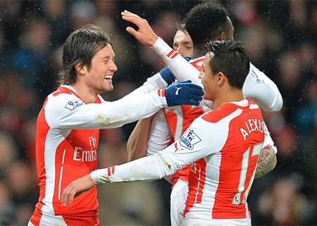Sanchez soi sáng cho Arsenal tiến bước