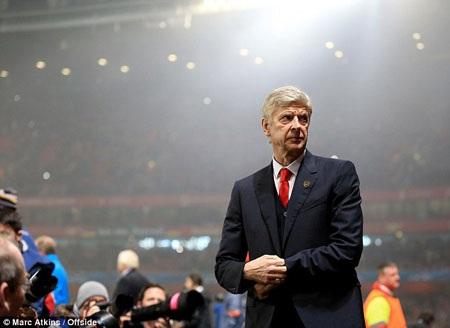 HLV Wenger đối diện với sức ép khủng khiếp từ CĐV