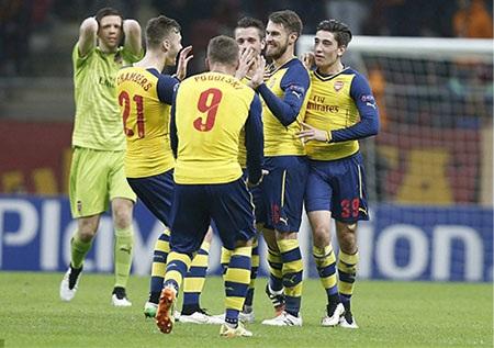 Chiến thắng hoành tráng của Arsenal chưa đủ để giúp họ lên ngôi đầu bảng