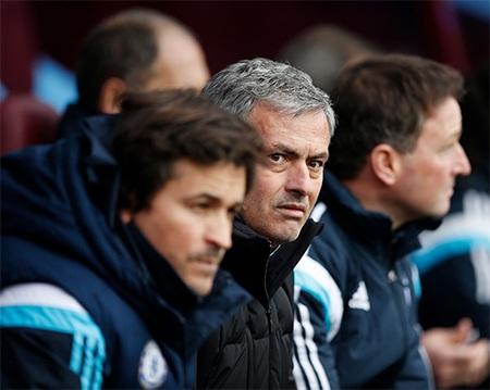 Gương mặt đầy lo lắng khi đội bóng của ông được đánh giá cao hơn trong việc giành chiến thắng